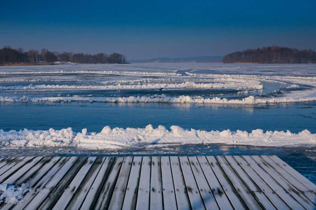 Zima nad jeziorem Wulpińskim. fot Krzysztof Skłodowski