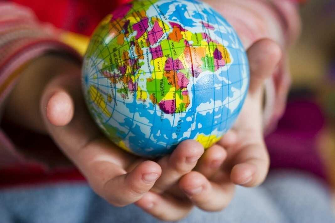 Ziemia, dziecko, Dzień Ziemi, globus