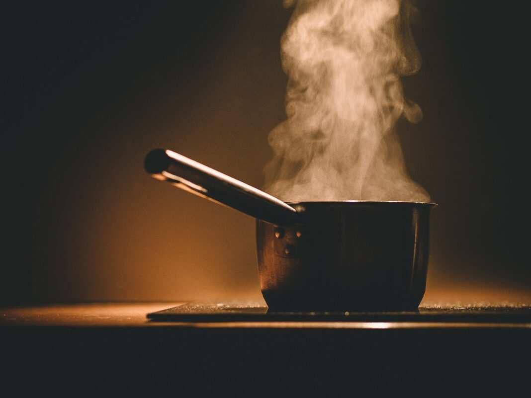 Garnek, gotowanie, para, kuchenka indukcyjna