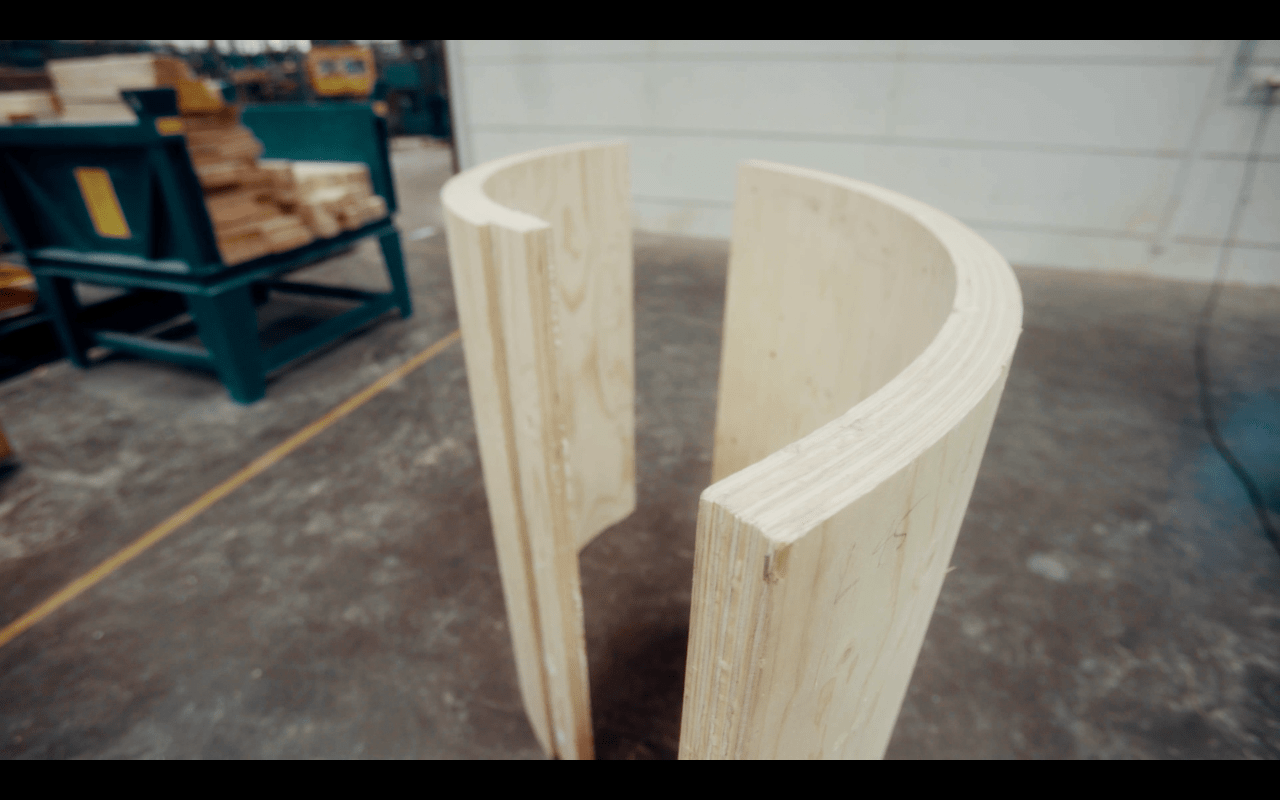 Drewniana podstawa elektrowni wiatrowej