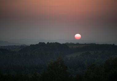 Zachód Słońca niedaleko Wieliczki. Fot. Krzysztof Skłodowski