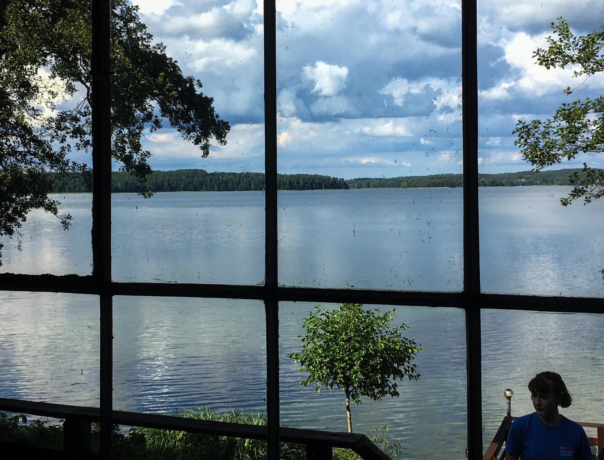 jednym okiem jeziorny powidok